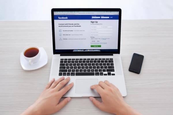 Logging into Facebook on a MacBook